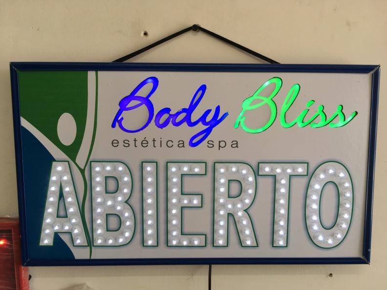 Aviso LED Abierto, Personalizado Body Bliss