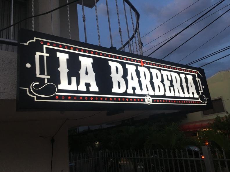 Letrero en Acrilico. La Barberia.