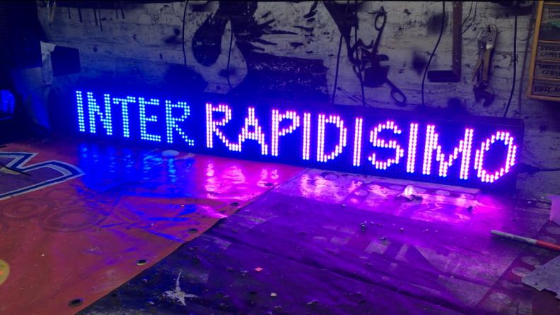 Letreros LED Tri-Color RB (Rojo, Azul, Fucsia). 128x16cms. Tipo exterior.