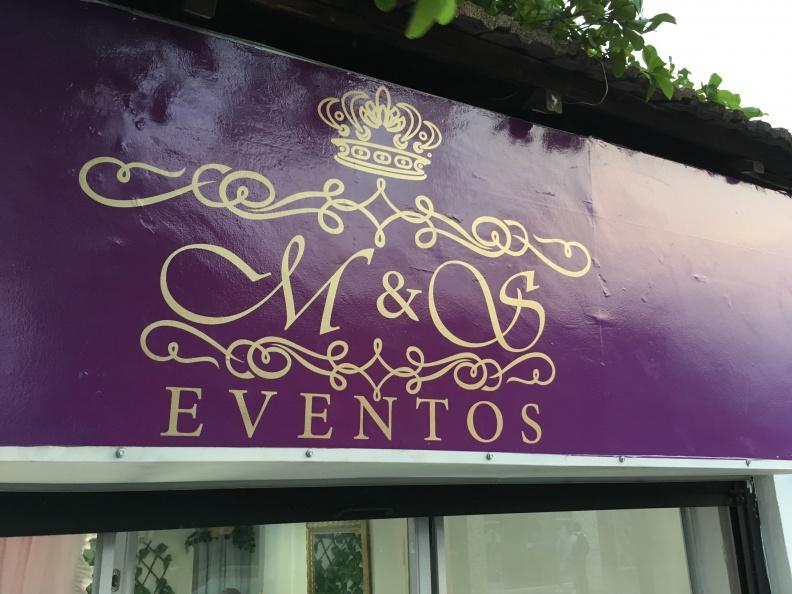 Aviso en Vinilo de Corte – M&S Eventos.