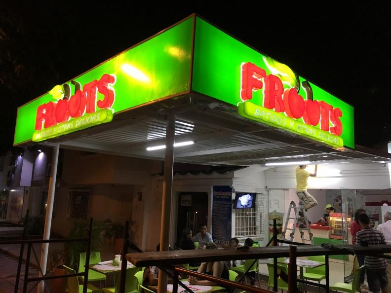 Letrero en Acrilico 3D para Esquina – Froots