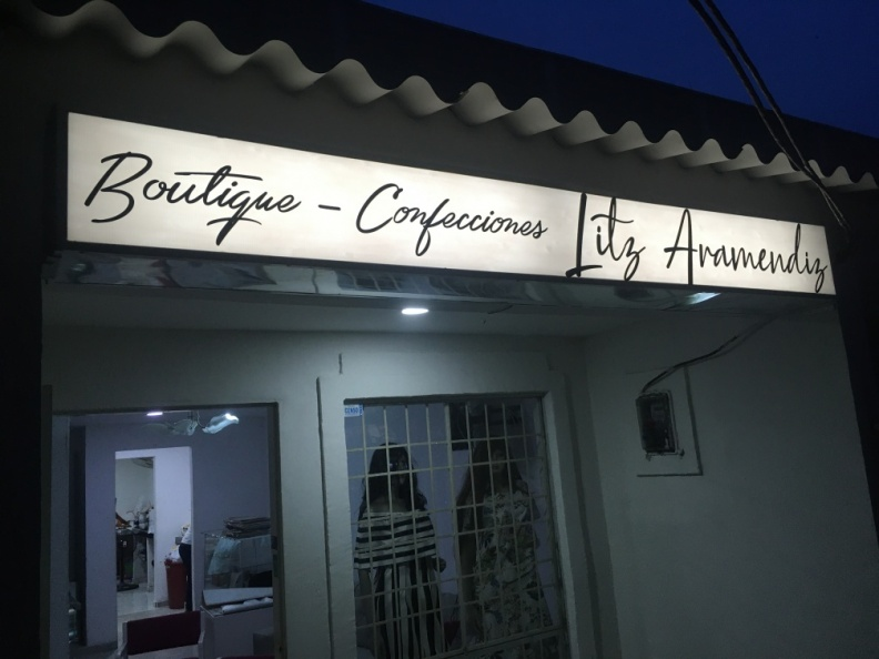 Aviso Luminoso – Boutique Litz Aramendiz