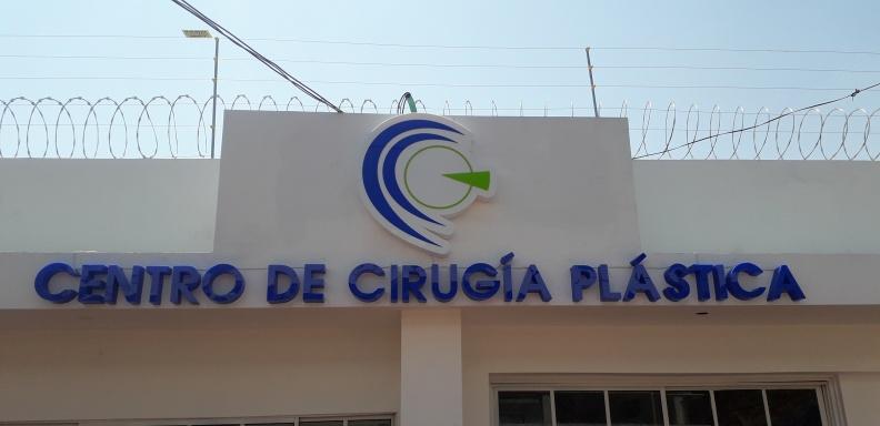 Letras y Logo en Acrilico Volumetrico – Centro de Cirugía Plástica.